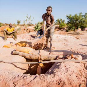 Kinderarbeit in den Minen von Burkina Faso