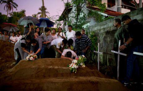 Beerdigung in Siri Lanka nach Terror Anschlag in der Kirche
