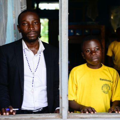 Henry Muhindo und Melckizedek in Uganda