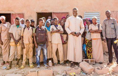 Durch Kirche ermöglicht burkinische Kinder eine Ausbildung