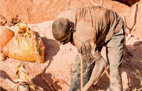 Goldgräber in burkinischen Goldminen