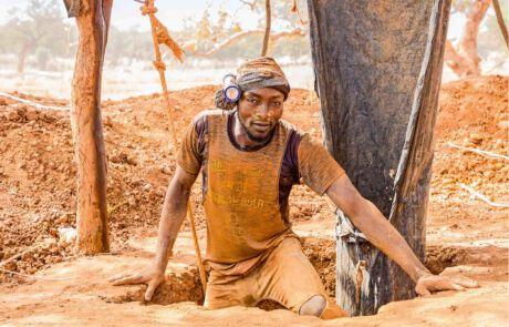 Plastikschlauch versorgt die Menschen in der Mine mit Sauerstoff