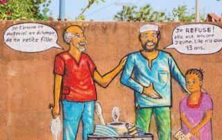 Comic gegen Zwangsehe bei Aufnahmezentrums für Mädchen in Burkina Faso