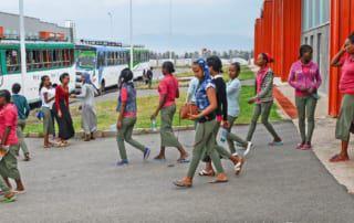Heimtransport mit dem Bus nach der Arbeit in der äthiopischen Industriepark
