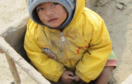Neaplesisches Kind in der Ziegelfabrik