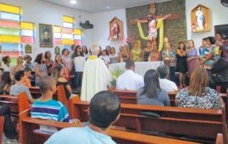 Pater Felix feiert Gottesdienst in seiner brasilianischen Gemeinde
