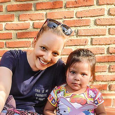 Katharina Breiner mit einem Kind