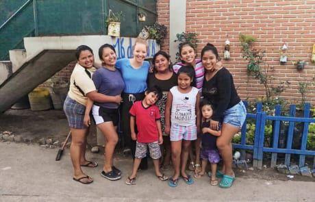Frau mit Kindern aus Bolivien