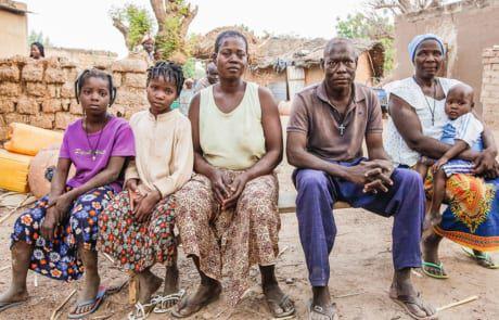 Hubert und Rosalie Sawadogo mit ihrer Familie.