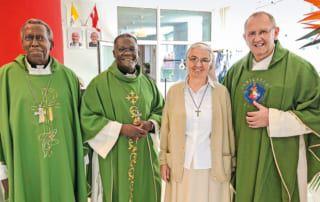 Mariangela, Pater Karl Wallner und zwei Pater