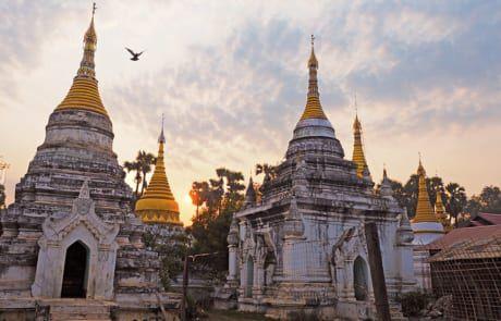 Pagoden in Myanmar bei Sonnenaufgang.