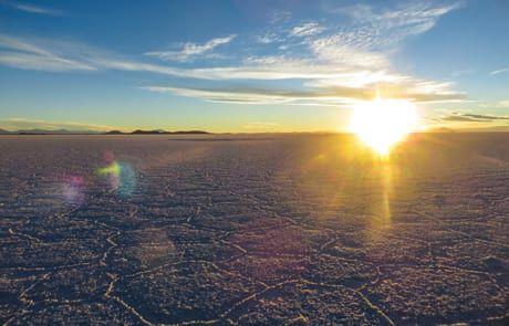 Sonnenaufgang in der größten Salzwüste