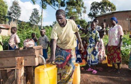 Wasserstelle mit sauberem Trinkwasser in der DR Kongo