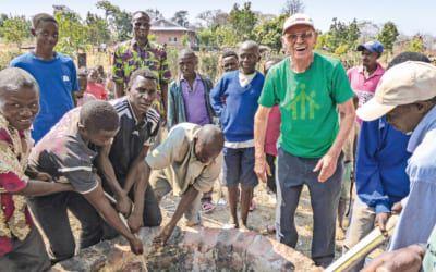 Pater Johann Kiesling baut Brunnen in der DR Kongo