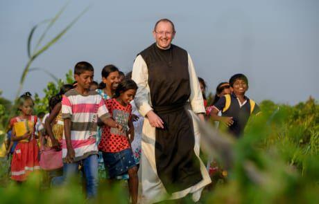 Pater Karl Wallner zu Besuch in Sri Lanka.