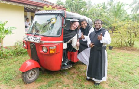 Pater Karl Wallner mit Mitbrüdern auf Sri Lanka