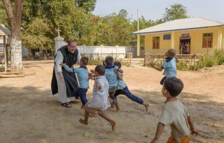 Pater Karl in Myanmar