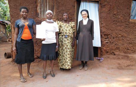 Schwester Margit unterstützt alleinerziehende Mütter in deren schwierigen Alltag.