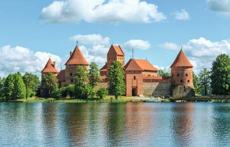 rote Backstein-Burgen in Litauen