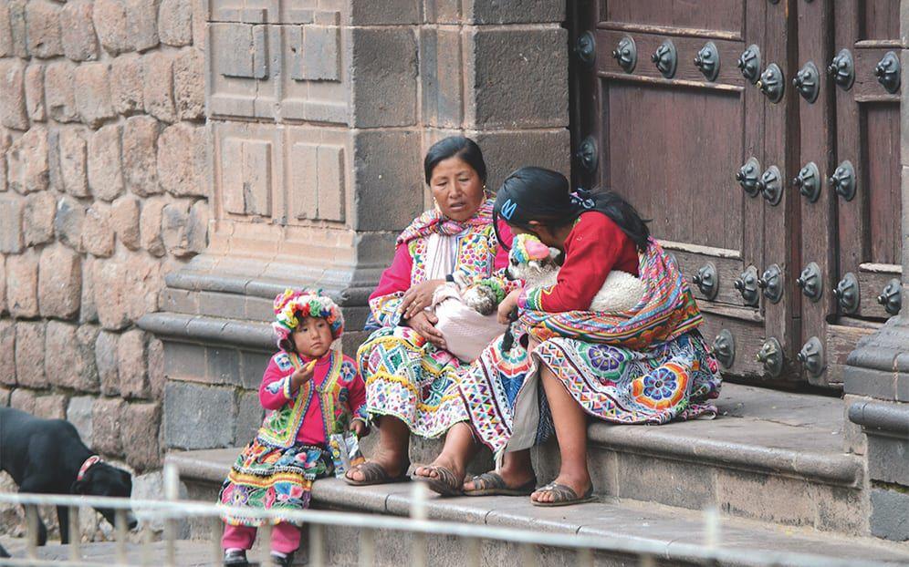 Peruanische Frauen und Kinder
