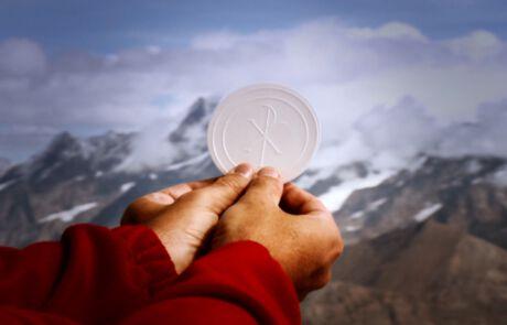 Heilige Messe auf dem Berggipfel