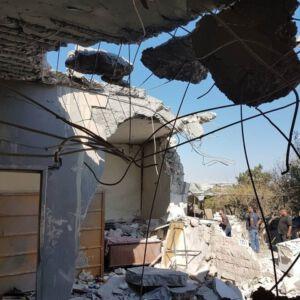 Zerstörtes Haus mit Blick ins Schlafzimmer