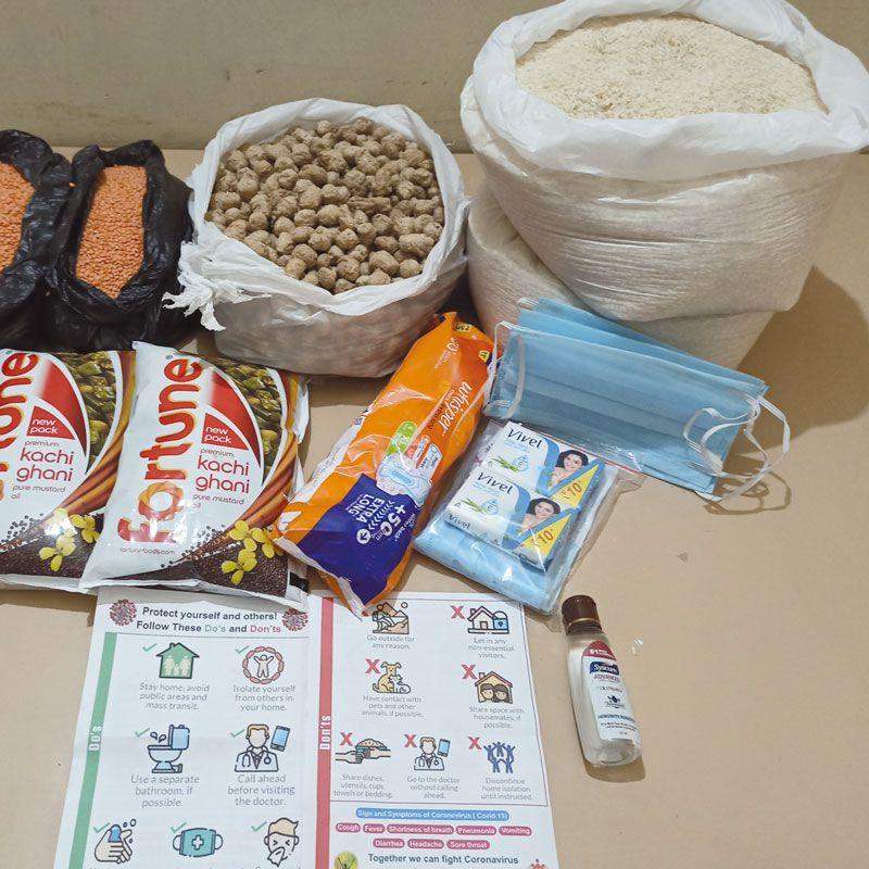 Die Kirche in Indien verteilt Corona-Hilfspakete.