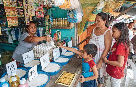 Von dem Verdienst kauft er Reis für seine Familie