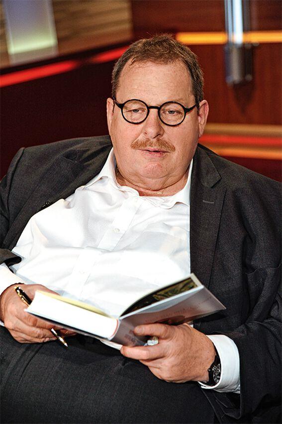 Ottfried Fischer mit Buch