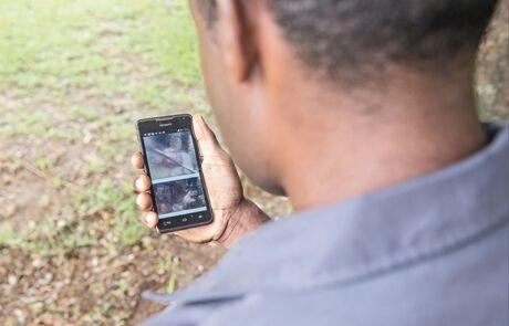 Mit Macheten bewaffnet und auf dem Handy gefilmt – Hexenverfolgung im 21. Jahrhundert.