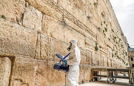 Desinfektion der Klagemauer in Jerusalem