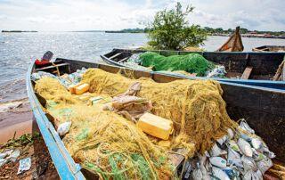 Die Boote werden gegen einen Teil des Fangs vermietet.