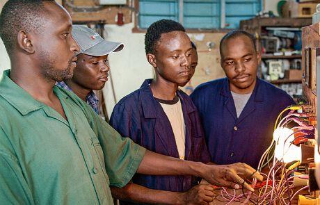 Männer in der Werkstatt