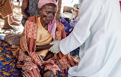 Das Coronavirus hat auch Ghana fest im Griff, Pfarrer Anthony ist für die Menschen da.