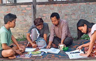 Fleißig lernen die Schülerinnen und Schüler im Lernzentrum für ihre Abschlussprüfungen.