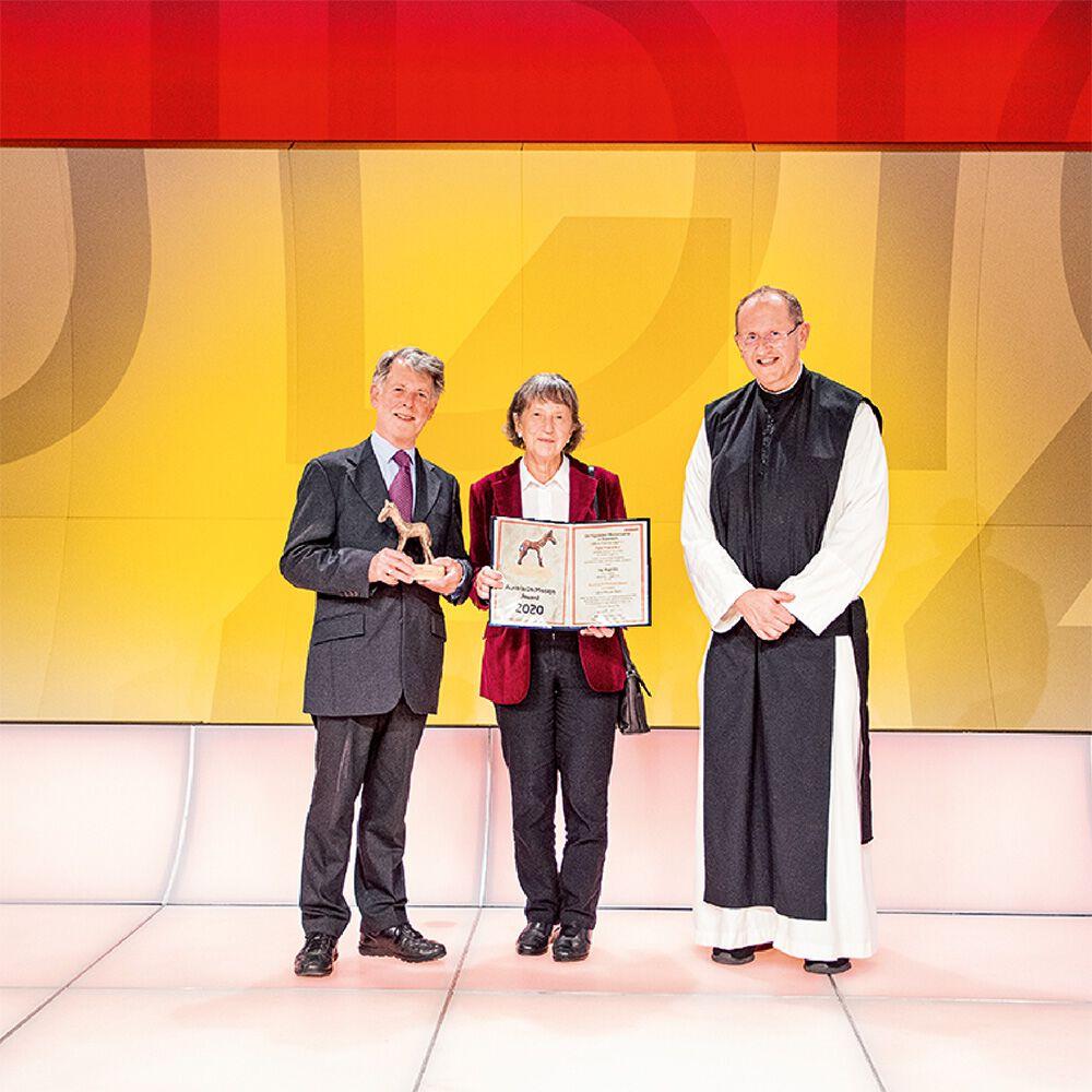 Marianne und Hugo Ölz mit Pater Karl Wallner