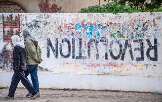 Die Erinnerung an die Revolution verblasst,…