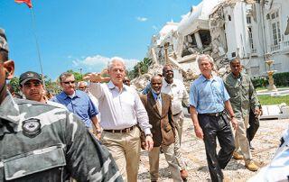 Unter der Führung der Ex-Präsidenten Bill Clinton und George W. Bush taten sich die USA anfangs als Helfer hervor.