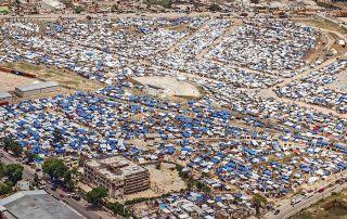 Riesige Camps für Evakuierte prägen das Bild auf Haiti.