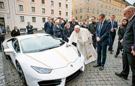 Papst Franziskus und der versteigerte Lamborghini