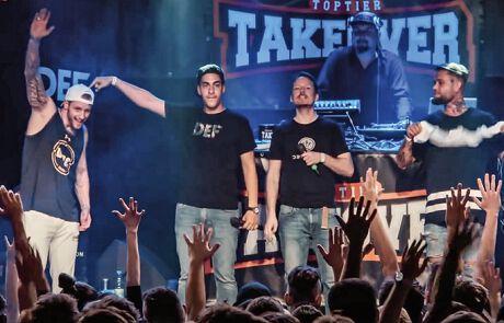 Philipp Michalitsch auf der Bühne mit anderen Rappern