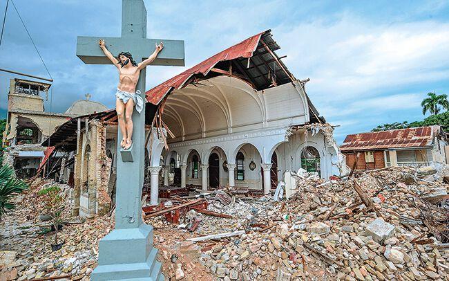 Zerstörte Kirche auf Haiti